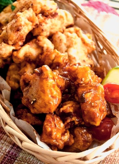 korean fried chicken with sweet chile sauce